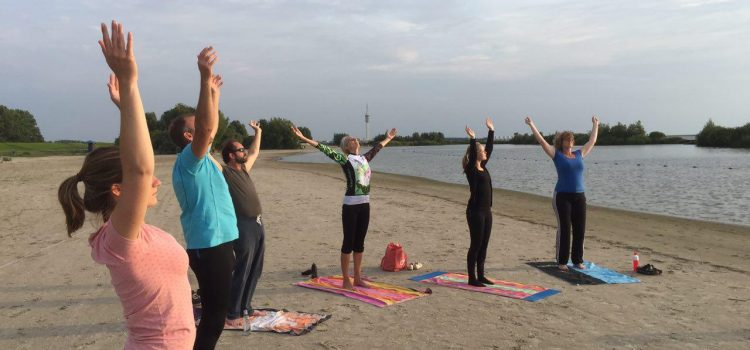 Donderdag 21 juni: Yoga op het strand tijdens Internationale Yoga Dag